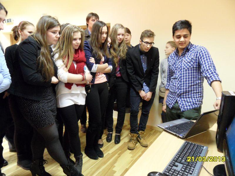 Brīvprātīgie viesojas Rīgas Klasiskajā ģimnāzijā