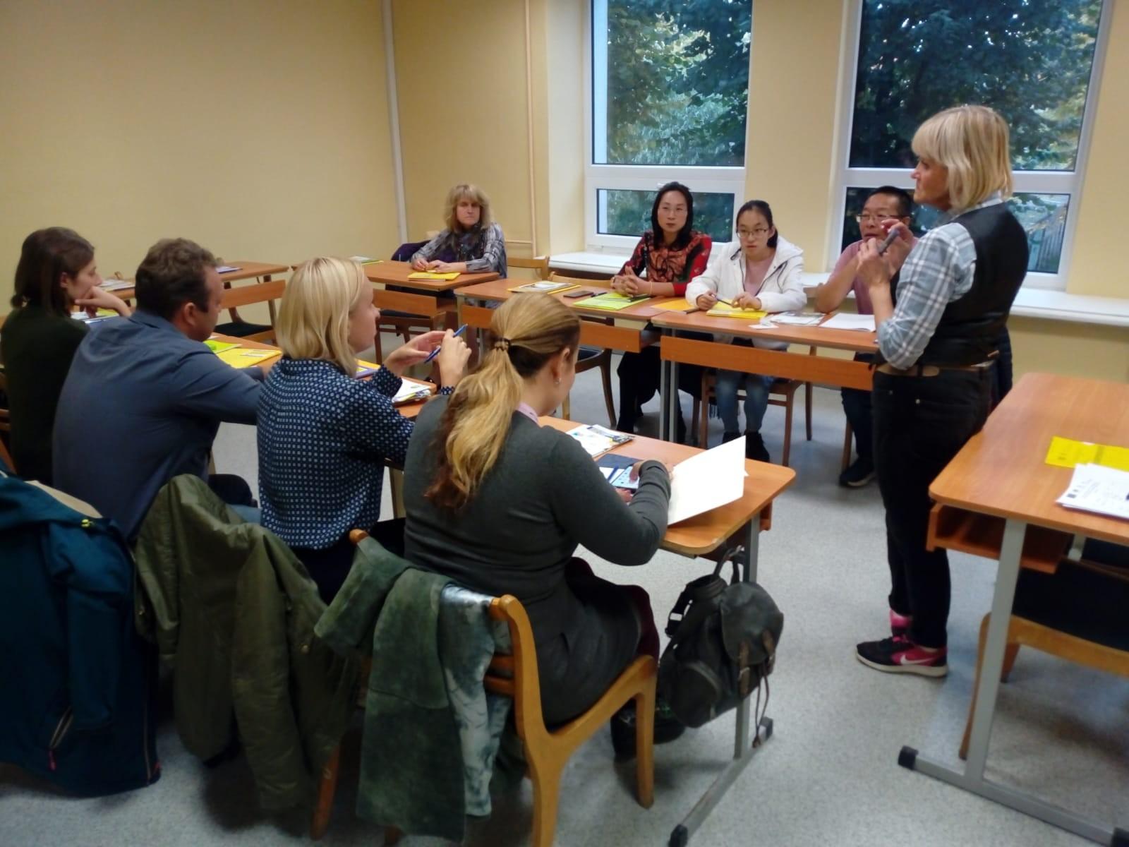 Latviešu sarunvalodas kluba nodarbība Jelgava | Patvērums Drošā Māja