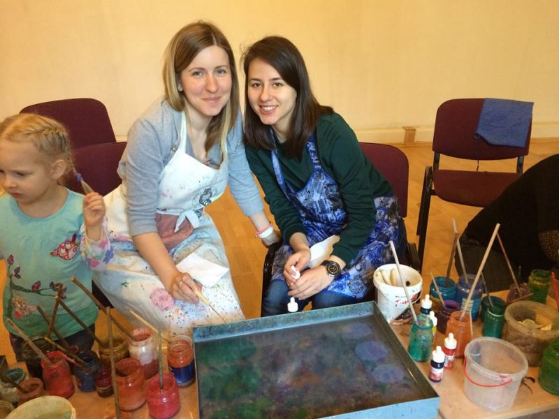For Each Other participants learn Ebru painting | Patvērums Drošā Māja
