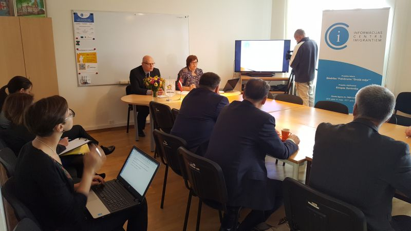 Biedrību apmeklē Saeimas komisiju deputāti | Patvērums Drošā Māja