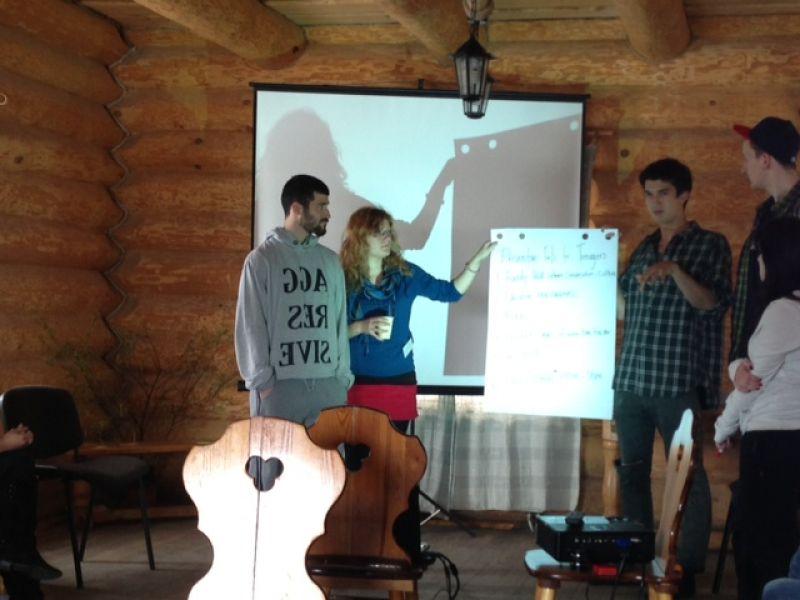 Eiropas valstu jaunieši Siguldā mācās par cilvēku tirdzniecību