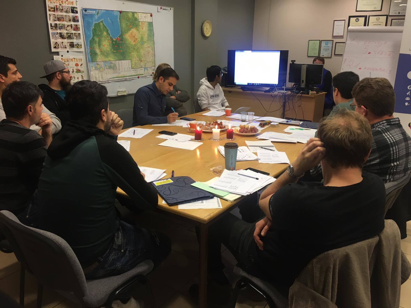 Latviešu sarunvalodas kluba nodarbība Rīga | Patvērums Drošā Māja