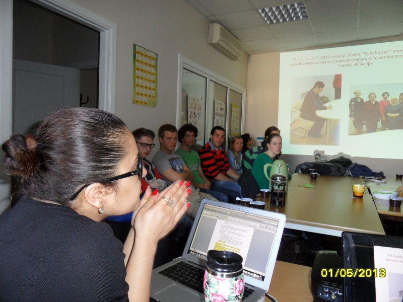 Студенты из Роттердама посещают общество 1.05.13. | Patvērums Drošā Māja