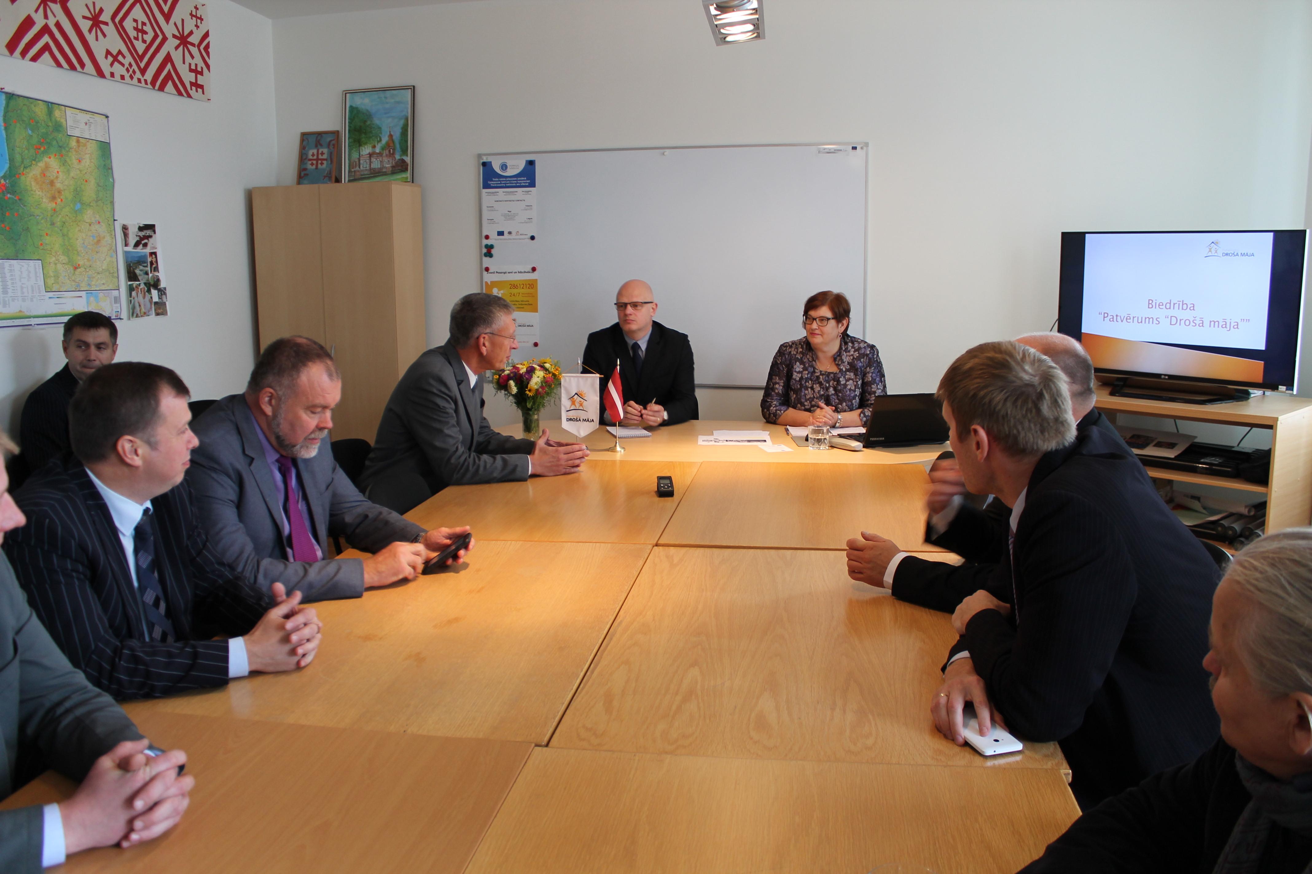 Saeimas komisiju deputāti apmeklē